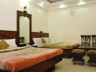 Hotel Today International New Delhi and NCR - Triple Room