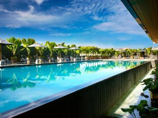 Four Points By Sheraton Kuching Hotel Kuching - Uszoda