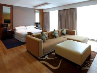 Four Points By Sheraton Kuching Hotel Kuching - Premier Deluxe - Suite Bedroom