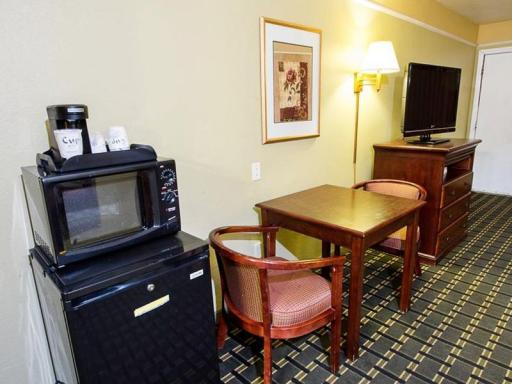 Regency Inn and Suites Blythe hotel accepts paypal in Blythe (CA)