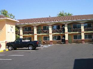 Americas Deluxe Inn