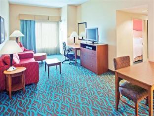 Front view of Hampton Inn & Suites Chicago-North Shore/Skokie