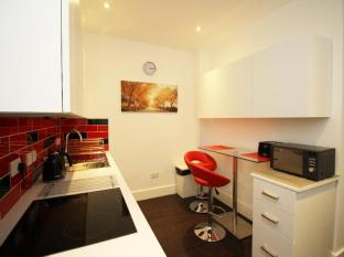 London Serviced ApartHotel London - Communal Kitchen