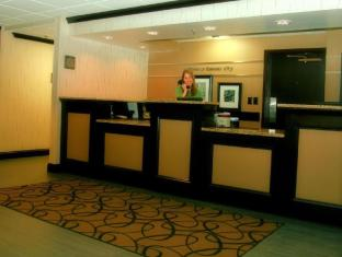 Hampton Inn Hotel in ➦ Ferrelview (MO) ➦ accepts PayPal