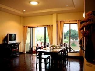 Villa San Pee Seua guestroom junior suite