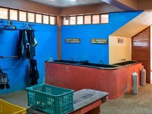 Oasis Beach & Dive Resort Panglao Island - Seaquest equipment room