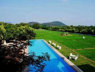 Thilanka Resort and Spa Sigiriya - Bazen