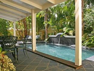 Yellow Lodge Guest House Stellenbosch - Swimming Pool