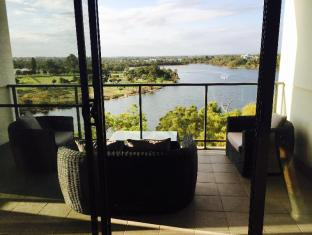 Swan Riverside Luxury Apartment Perth - outdoor seating