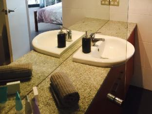 Swan Riverside Luxury Apartment Perth - en suite bathroom