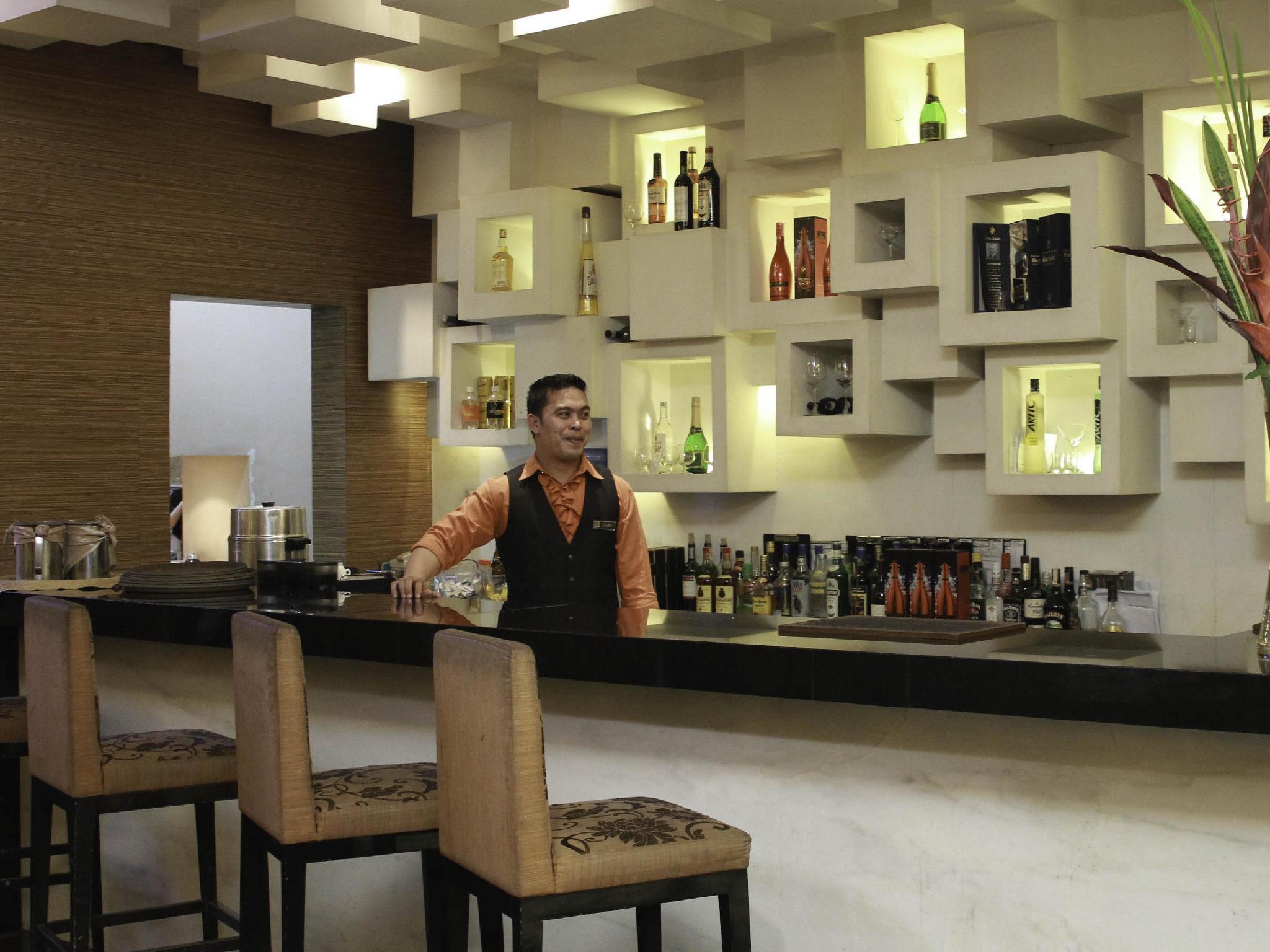 Manila Grand Opera Hotel - Pub/Lounge