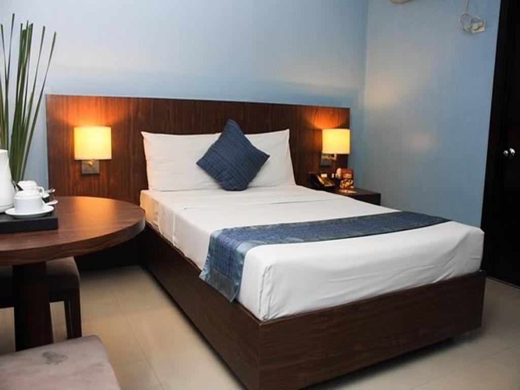 Manila Grand Opera Hotel - Guest Room