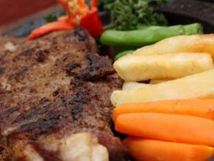 Riyadi Palace Hotel Solo (Surakarta) - Food and Beverages