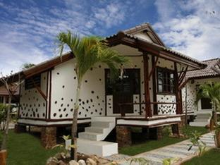 Talkoo Beach Resort Khanom guestroom junior suite