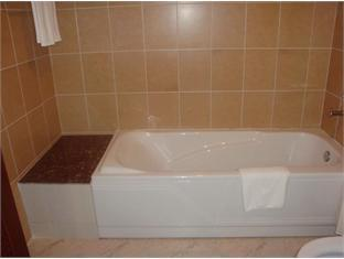 Wenzhou Business Hotel Phnom Penh - Bathtub