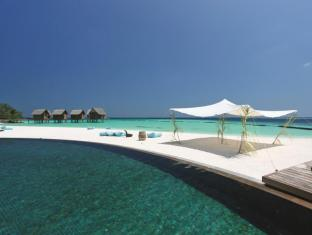 Constance Moofushi Maldives Islands - Swimming Pool