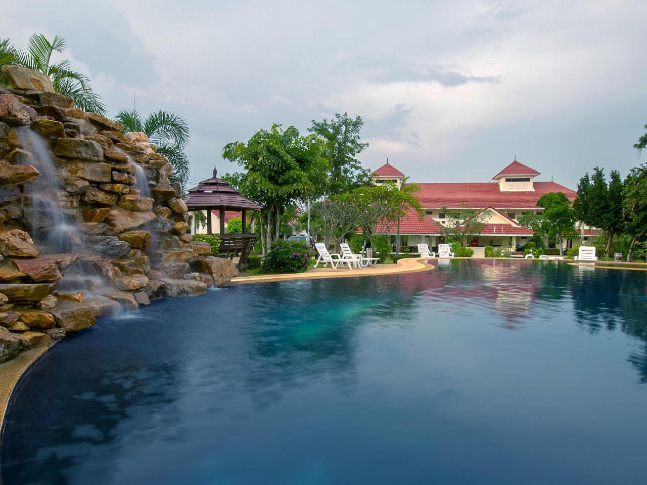เลควิลล่า รีสอร์ท (Lake Villa Resort)