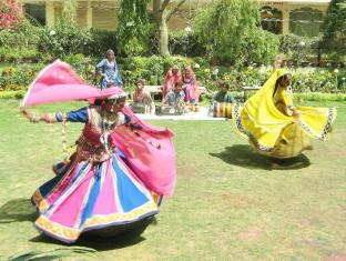 Hotel Arya Niwas Jaipur - The Colours of Holi and Folk Culture on the Lawn