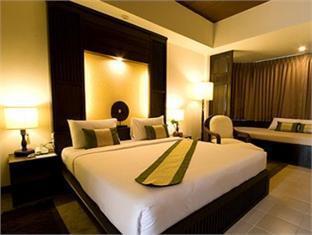 Mae Jo Golf Resort & Spa guestroom junior suite