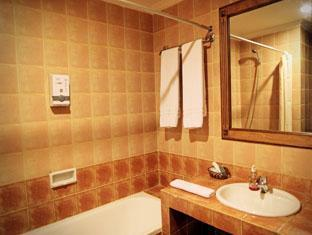 Hotel Budi Palembang - Deluxe and Junior Suite Bathroom | Bali Hotels and Resorts