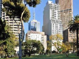 Mercure Melbourne Treasury Gardens Hotel