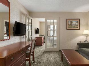 Days Inn & Suites by Wyndham Winkler