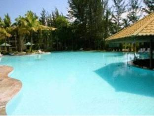 One Hotel Santubong Kuching - Swimming Pool