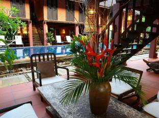 The Village House Kuching - Oasis for relaxation by the pool