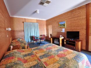 Mud Hut Motel2