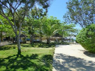 Talima Beach Villas & Dive Resort Mactan Island - גינה