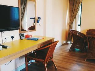 Aldy Hotel Stadhuys Malacca - Family Triple - Living Area