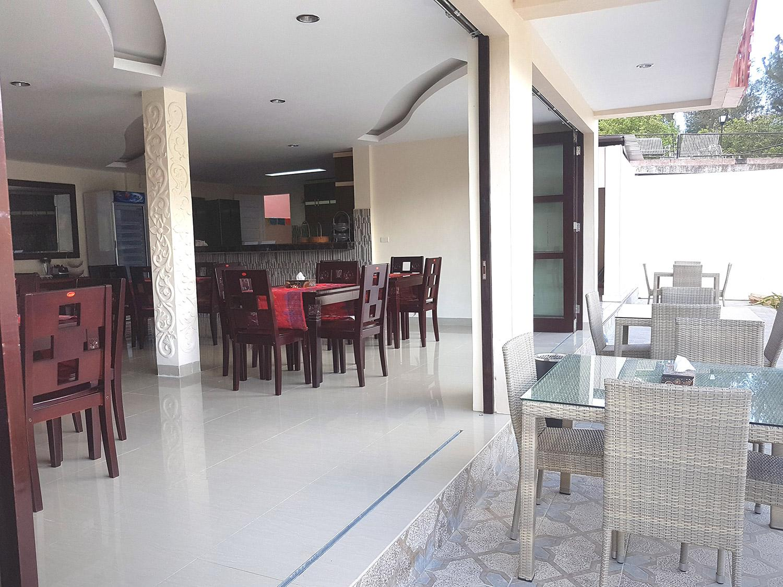 Hotel Zoe's Paradise Waterfront Hotel - Jalan Lingkar Tuktuk - Samosir