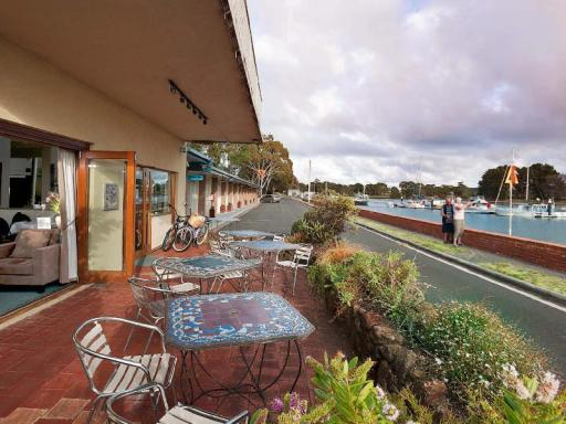 Best guest rating in Burnie ➦ The Menai Hotel Motel takes PayPal