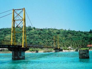 Batu Karang Lembongan Resort and Day Spa Bali - Bridge to Ceningan Island