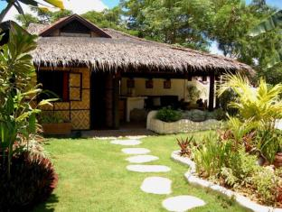 Charts Resort & Art Cafe Panglao Island - Flashbacker Room and Chill Out Bar Exterior