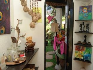 Charts Resort & Art Cafe Panglao Island - Shops