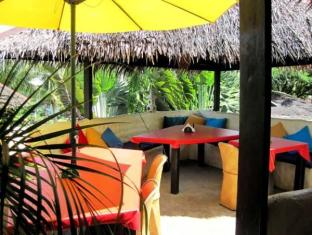 Charts Resort & Art Cafe Panglao Island - Interior