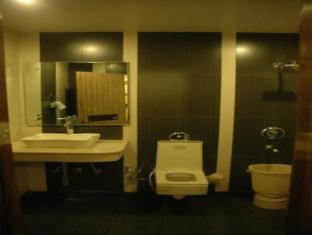 Hotel Shivdev International New Delhi and NCR - Bathroom