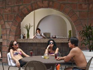 The Chateau Spa & Organic Wellness Resort Kuala Lumpur - By the Pool Bar