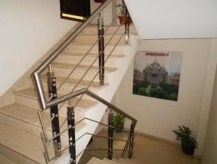 Hotel Vista Inn New Delhi and NCR - Stairs