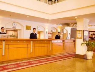 First-Luxury Wing Hotel Saigon Ho Chi Minh City - Reception counter