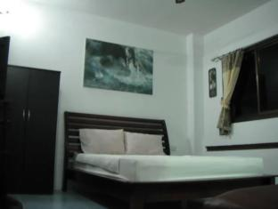 Joe Palace Beach Living Jomtien Pattaya - Double or Triple Deluxe Room