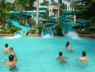 Fontana Hotel and Villas - Fontana Hot Spring Leisure Parks Angeles / Clark - Swimming Pool