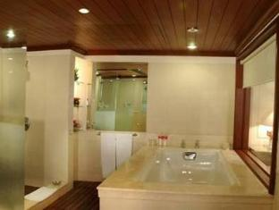 The Palms Town & Country Club New Delhi and NCR - Bathroom