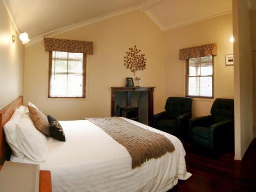 Cypress Ridge Cottages hotel accepts paypal in Stanthorpe
