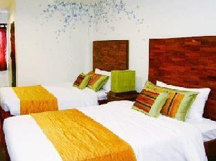 Thapae Boutique House guestroom junior suite