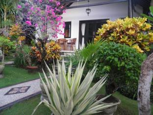 Diver's Cafe Amed Bungalows Bali - Garden
