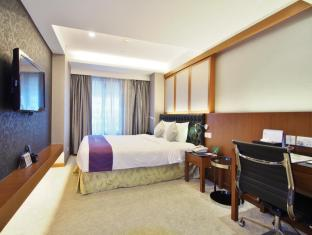 The Bauhinia Hotel - Central Hong Kong - Deluxe Room