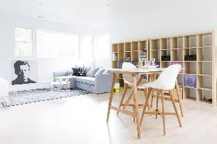 Argyle Penthouse · Chic apt w/bed and 2 sofabeds in quiet nghbrhood