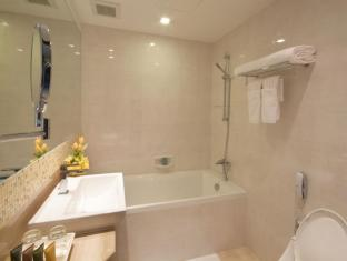 Amora NeoLuxe Suites Bangkok - Bathroom